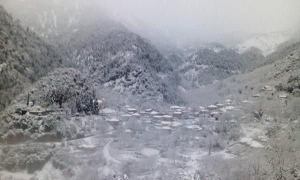 Μαγευτικές εικόνες από τα χιονισμένα χωριά των Αγράφων